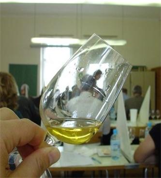 Vlada odobrila finančno nadomestilo v proizvodnji vina