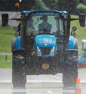 Varna vožnja s traktorjem